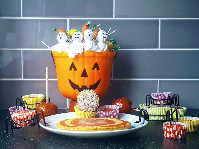 Half Term Halloween Fun Treats - Lollipop Ghosts