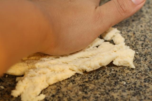 how to knead Cuñapé Frito (Bolivian Cheesy Fried Donut)