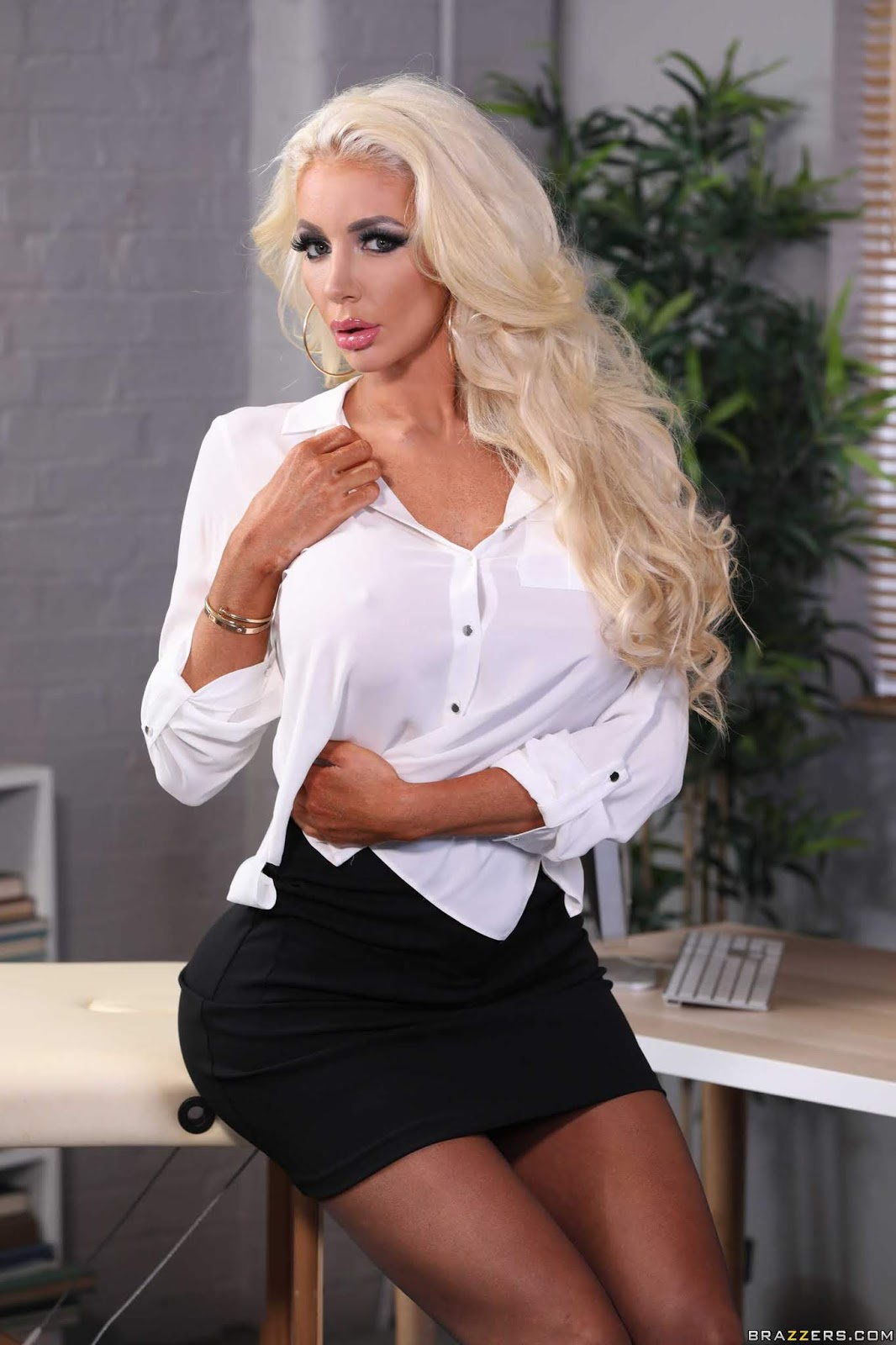 Nicolette-Shea-%3A-Massaged-On-The-Job-%23%23-BRAZZERS-p7aeftwvoq.jpg