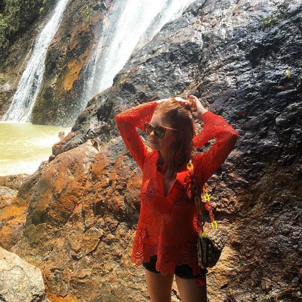Marina Ruy Barbosa na Tailândia, viagem com namorado Xandinho Negrão, look praia