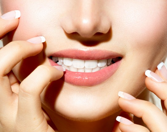 وصفات طبيعية للتخلص من اصفرار الأسنان في دقيقة واحدة