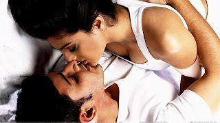 Amisha Patel Lip Got Kissed By South Indian Hero Mahesh Babu