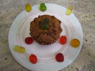 Muffins allégés en sucres aux pépites de bonbons Haribo Fruitilicious entourés de bonbons Haribo