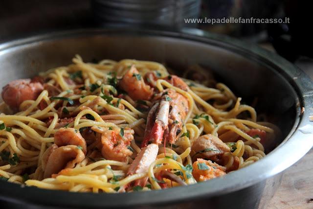 spaghetti alla chittara con sugo di pesce