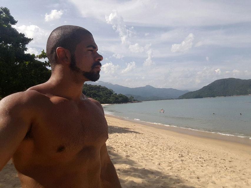 """"""" Gosto de praias bonitas e com pessoas civilizadas"""", disse Eryck. Foto: Arquivo pessoal"""