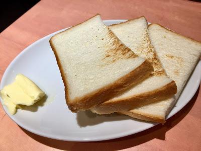 三軒茶屋にあるファーマーズチキンのパン