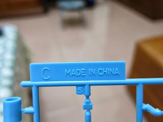 標住板上只寫Made in china ,製造日期、版本、出產公司都沒有寫。