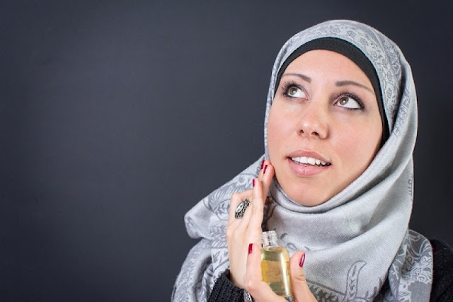 Ukhti, Pakai Parfum itu Sama Dengan Berzina!