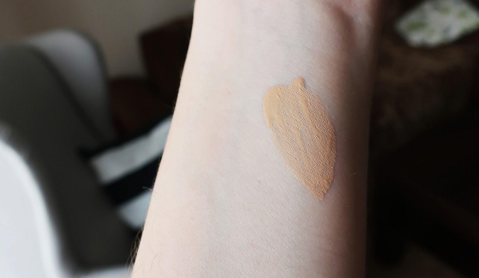estee lauder double wear swatches