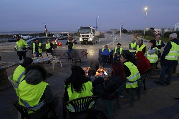 Γαλλία: «Έκτακτα μέσα» και κινητοποίηση 65.000 αστυνομικών για τα «κίτρινα γιλέκα»
