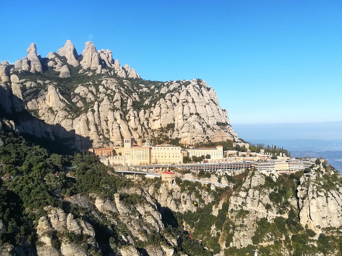 https://zplanembezplanu.blogspot.com/2019/02/z-widokiem-na-klasztor-montserrat-praktyczne-informacje.html