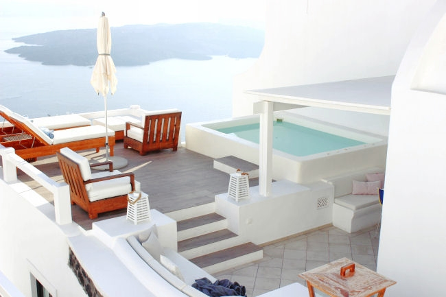 Aqua Luxury Suites hotel executive deck with private pool/jacuzzi