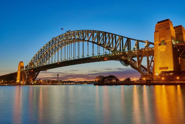 Sydney, dimalam hari juga cantik ( sumber www.traveloka.com )