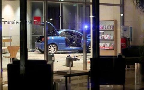 Egy öngyiIk0s merénylő belehajtott a német szocialista pártszékházba