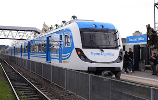 Tren Belgrano Sur en estación Gonzalez Catán