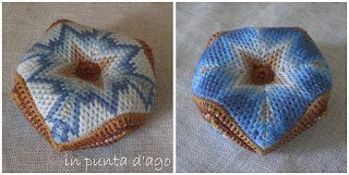 http://silviainpuntadago.blogspot.com/2009/09/biscornu-bargello.html