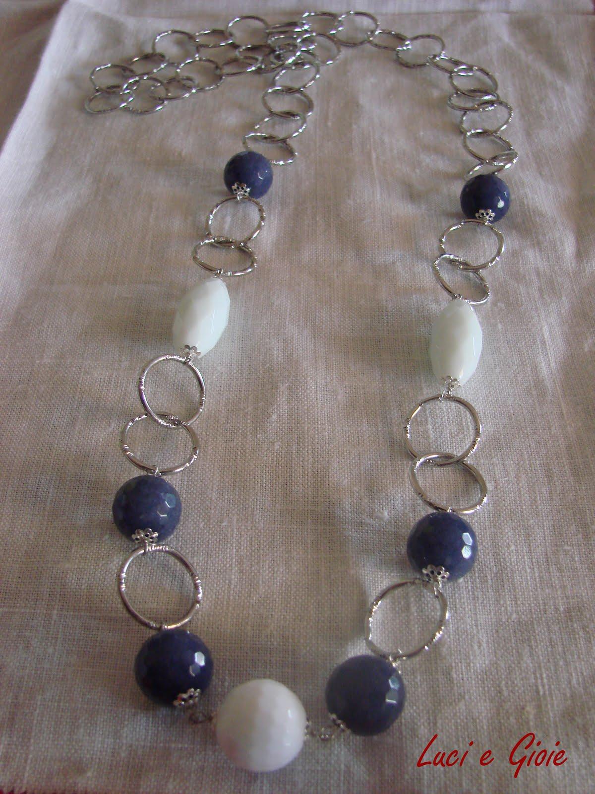 f934c30ef591d4 Luci e Gioie: Collana con catena e agata blu e bianca
