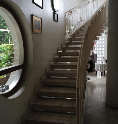 Aristocratic arch style ladder