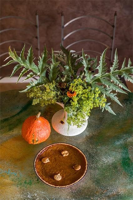 Veganska bučna pita - Vegan pumpkin pie from above