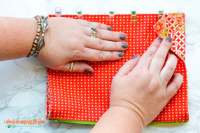 DIY Boxed Toiletry Bag | This fun little sewing project turns into one cute little bag! Beginner level sewing. Complete photo tutorial.