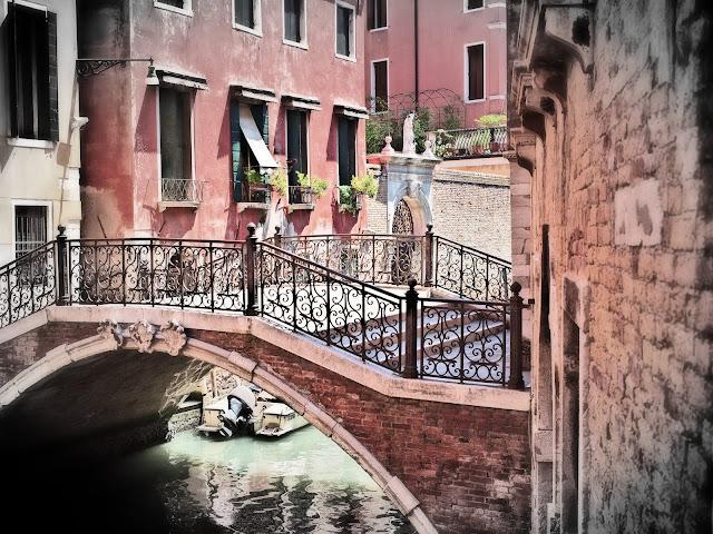 venedig - kanal und brücke