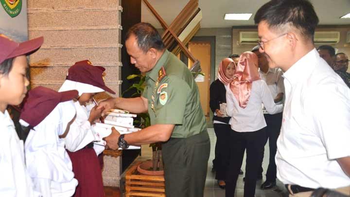Pangdam III Siliwangi Kunjungi Pabrik Keramik Arwana di Kab. Serang - Banten