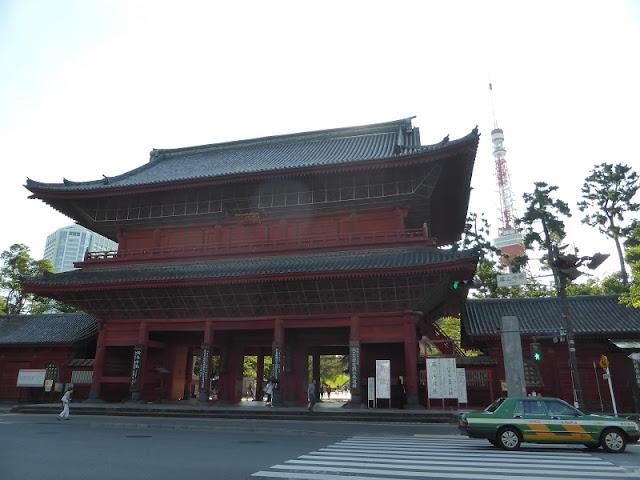 Puerta entrada templo Zojo-ji