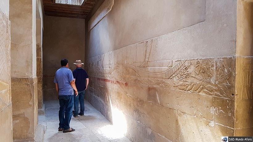 Interior das estruturas funerárias em Saqqara