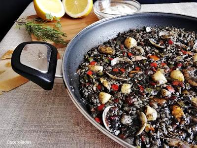 Receta de arroz negro de pescado y marisco