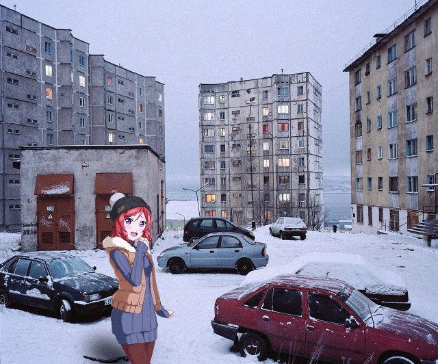 Ciepło ubrana kobieta z anime w śnieżnej Rosji