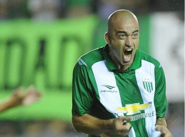 El futbolista Santiago Silva afirma que no festejará más los goles porque 'ya ni se acuerda en qué clubes jugó'