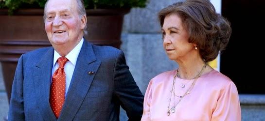El rey Juan Carlos I agredió a la reina Sofía con Sabino de testigo