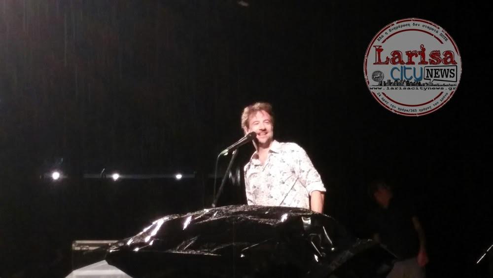 Ο Κωστής Μαραβέγιας στη συναυλία του στη Λάρισα δεν σταμάτησε ούτε με τη βροχή (ΦΩΤΟ-VIDEO) {featured}