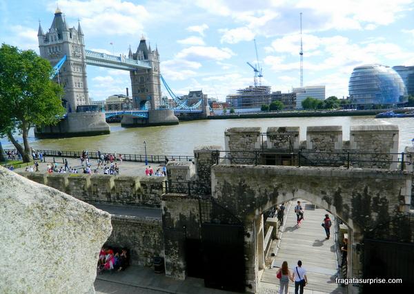A Tower Bridge vista da Torre de Londres