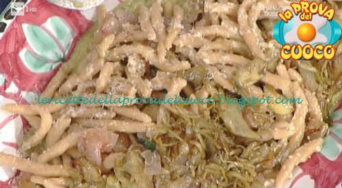 Prova del cuoco - Ingredienti e procedimento della ricetta Maccheroncini al ferretto con carciofi pancetta e pecorino di Anna Moroni