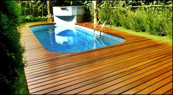 deck de madeira com piscina