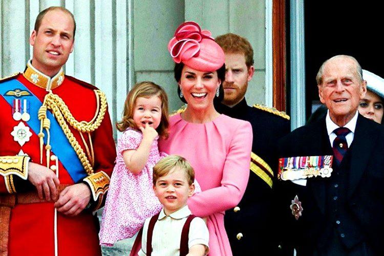 İngiliz kraliyet ailesi bireylerinin Monopoly tarzı hırsa sevk eden oyunları oynamalarına izin verilmemektedir.