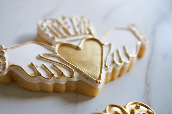 for St. Patrick's Day or an Irish wedding, how to decorate Irish claddagh cookies