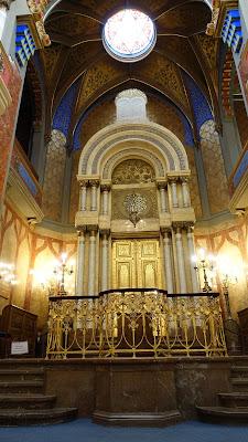 金光閃閃奢華的祭壇