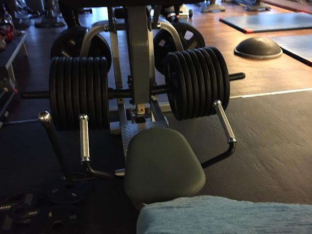 Zaskocz mięśnie jednodniowym FBW na maszynach!
