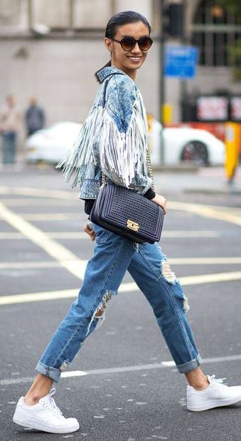 denim street style inspiration / jacket + bag + ripped jeans + sneakers