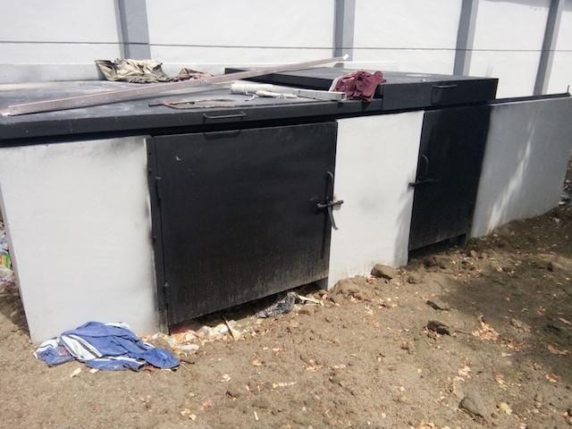 Bak Sampah yang Dikerjakan Menggunakan Bukaan Sliding