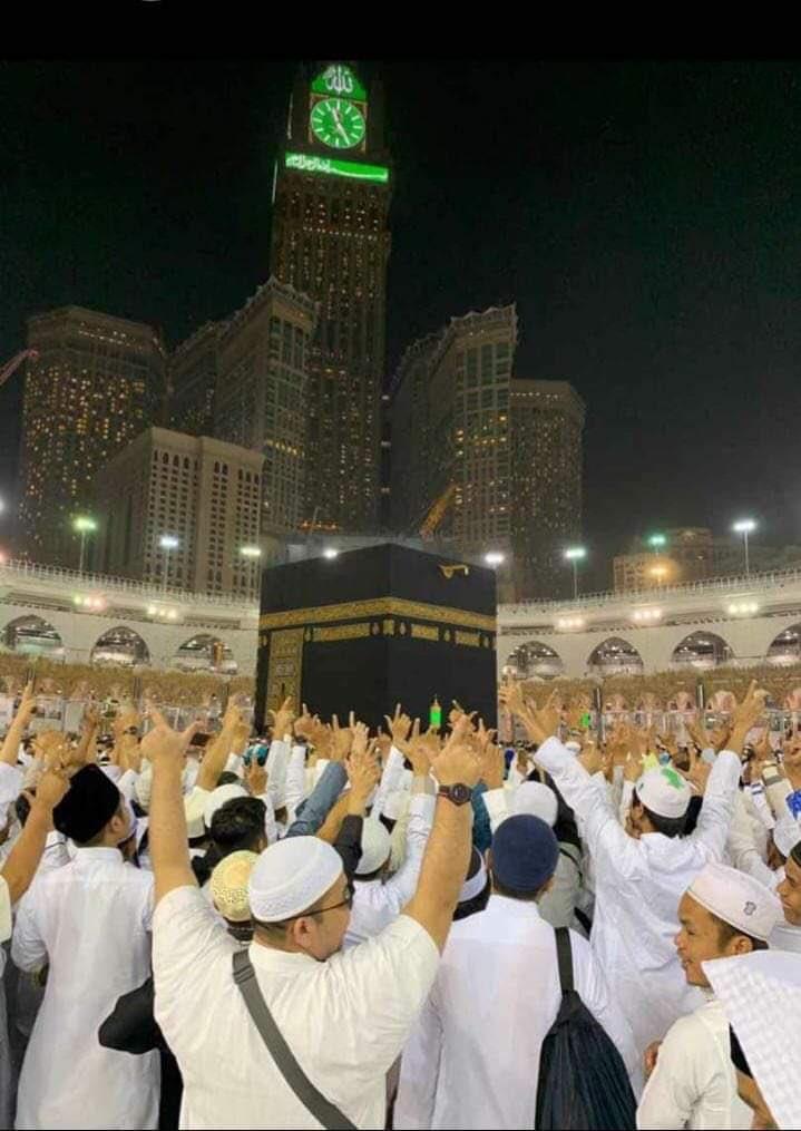 Merinding, Jamaah Mekkah Ramai Acungkan Dua Jari Sambut Sandi
