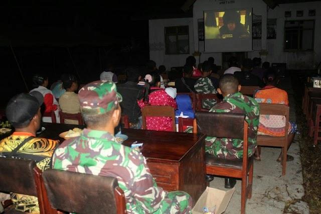 Yonif PR 328 Gelar Bioskop Dirgahayu Ramaikan di Perbatasan RI-PNG