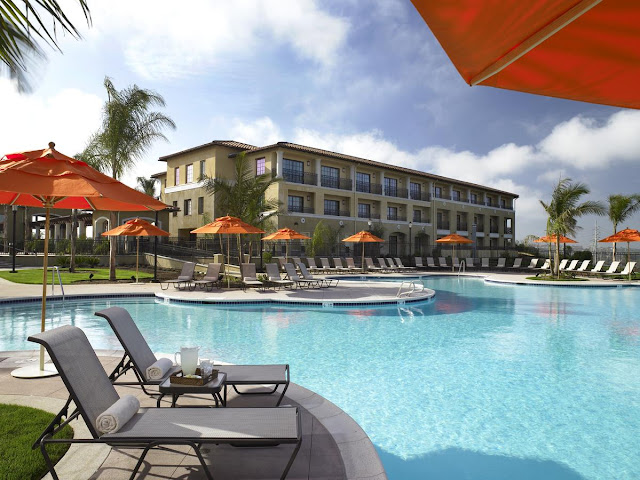 Sheraton Carlsbad Resort & Spa welcomes guests to California with contemporary hotel rooms, a wellness spa, free beach trolley and area shuttle.