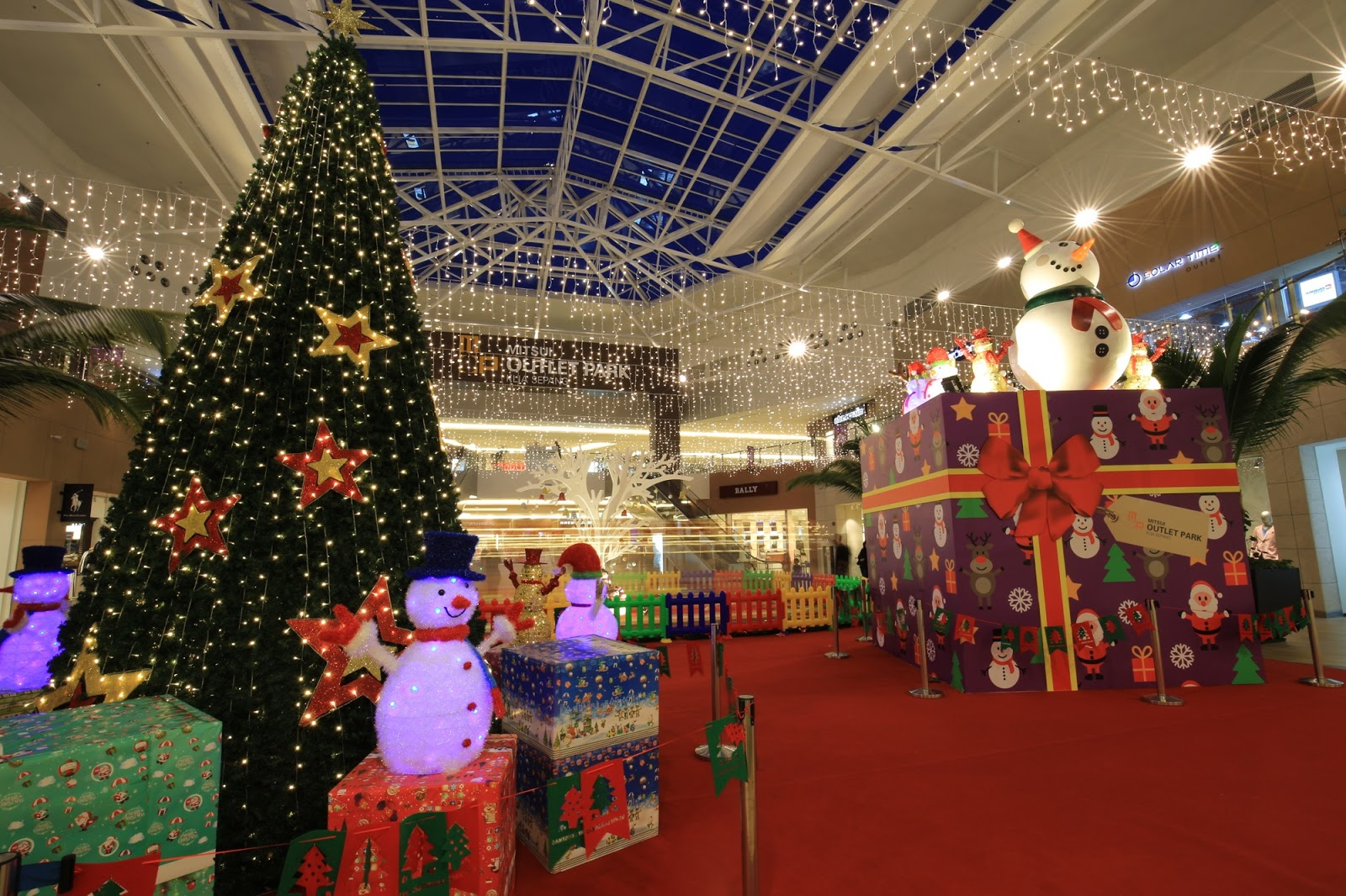 It s the best time of the year to grab items on sale and admire all the  lovely Christmas decorations. This year 2c3d7d17f25