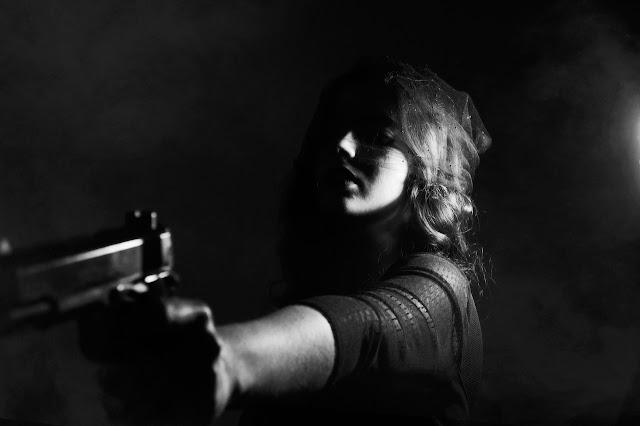 mujer-pistola