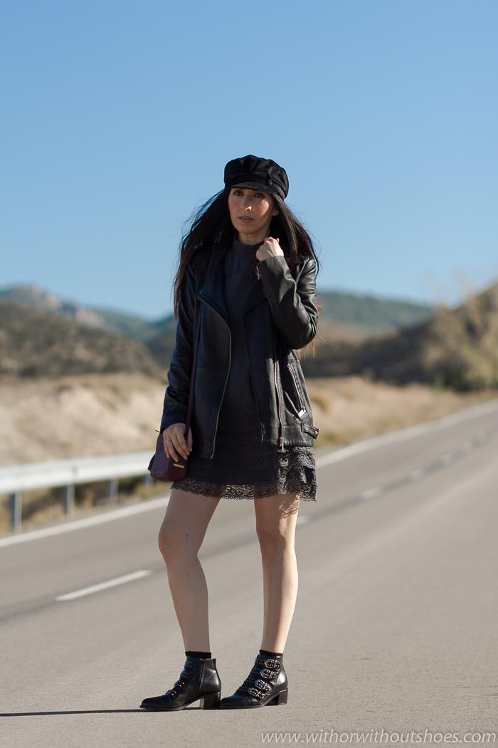 Influencer blogger con ideas para vestir comoda con vestido de seda puntillas