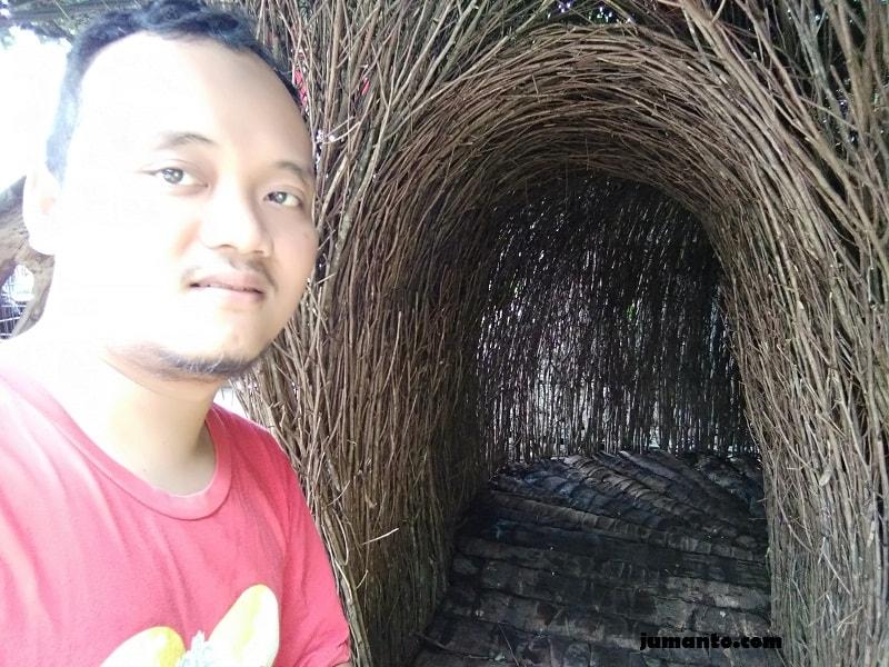 foto lorong misteri farmhouse lembang