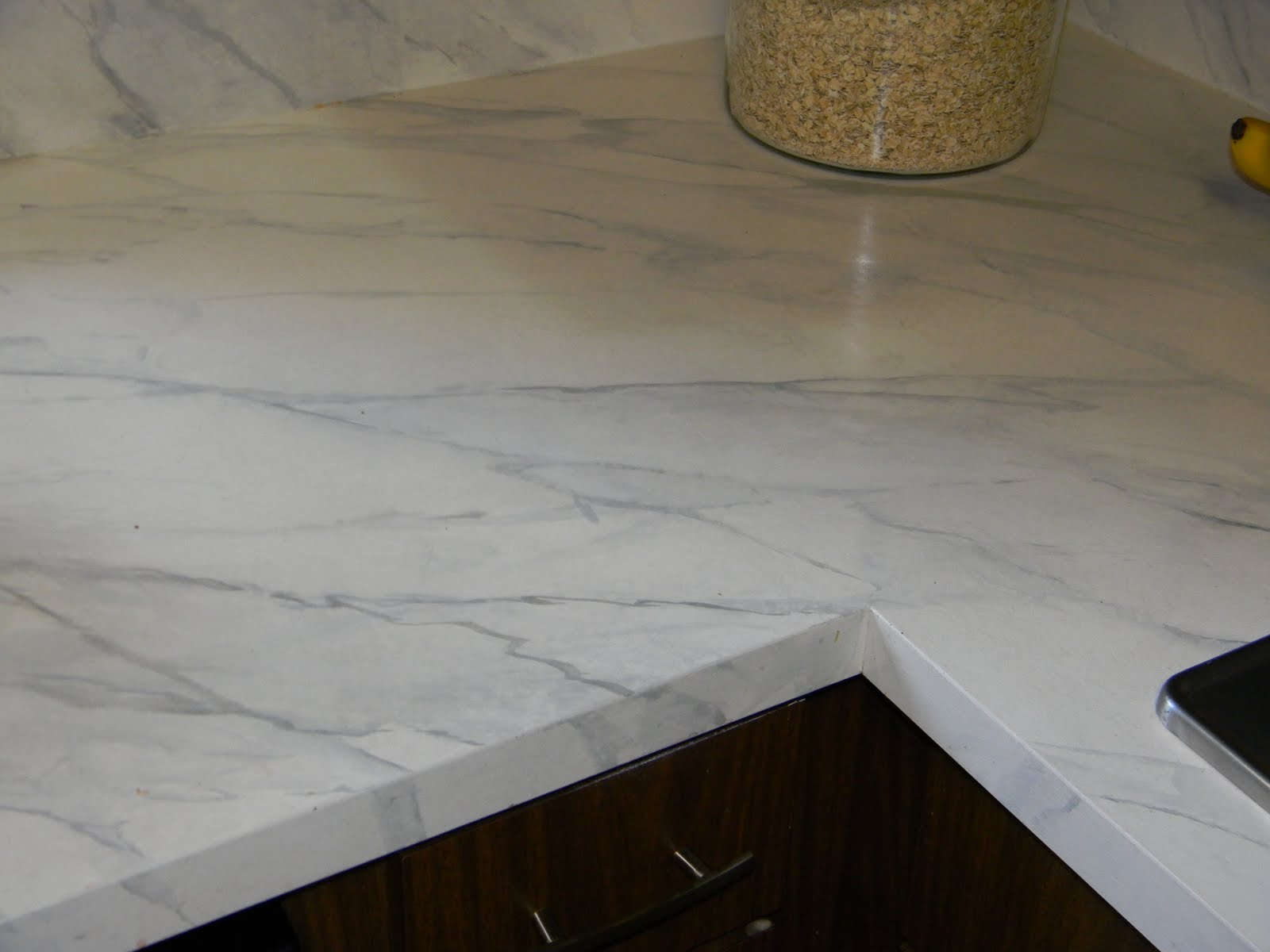 how to happy hour faux carerra marble marble kitchen countertops GORGEOUS SHINY THINGS How To Happy Hour Faux Carrara Marble IKEA hack